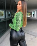 Snake Print One Shoulder Crop Top in Groen