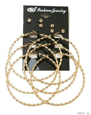 Set van 6 paar oorbellen in goud
