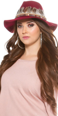 Trendy Fedora Hoed met Deco Feathers & Elements in Bordeaux