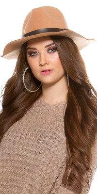 Trendy Fedora Felt Hoed met Leatherette Ribbon in Beige